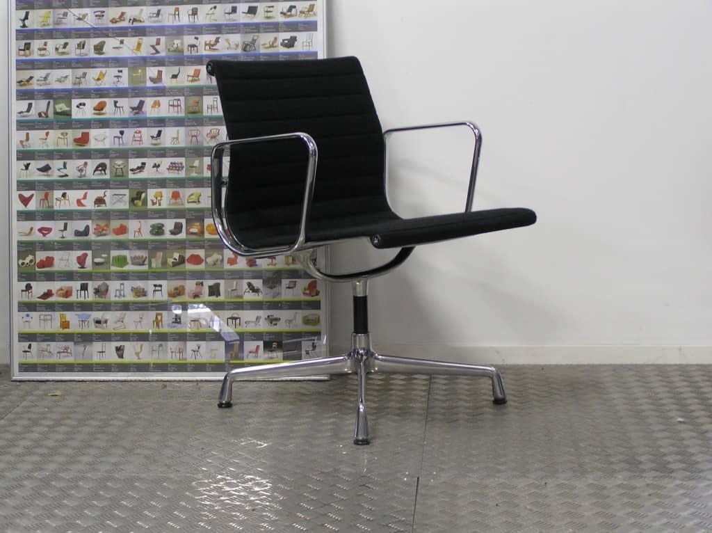Vier vitra eames ea 107 aluminium zwart hopsak dodesign - Originele eames fauteuil ...