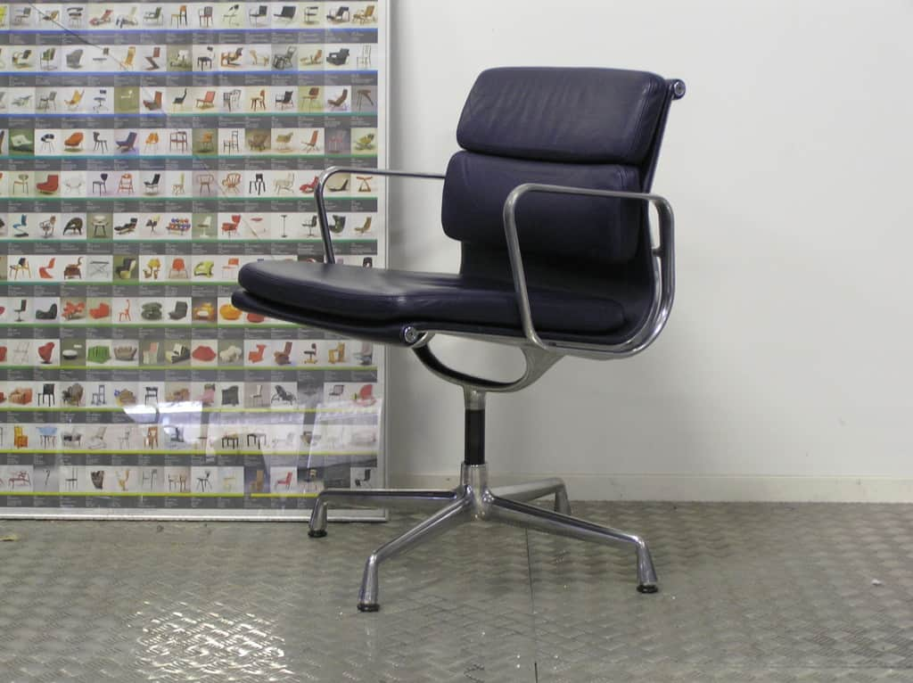Drie vitra eames ea 208 chroom donkerblauw leder dodesign - Originele eames fauteuil ...