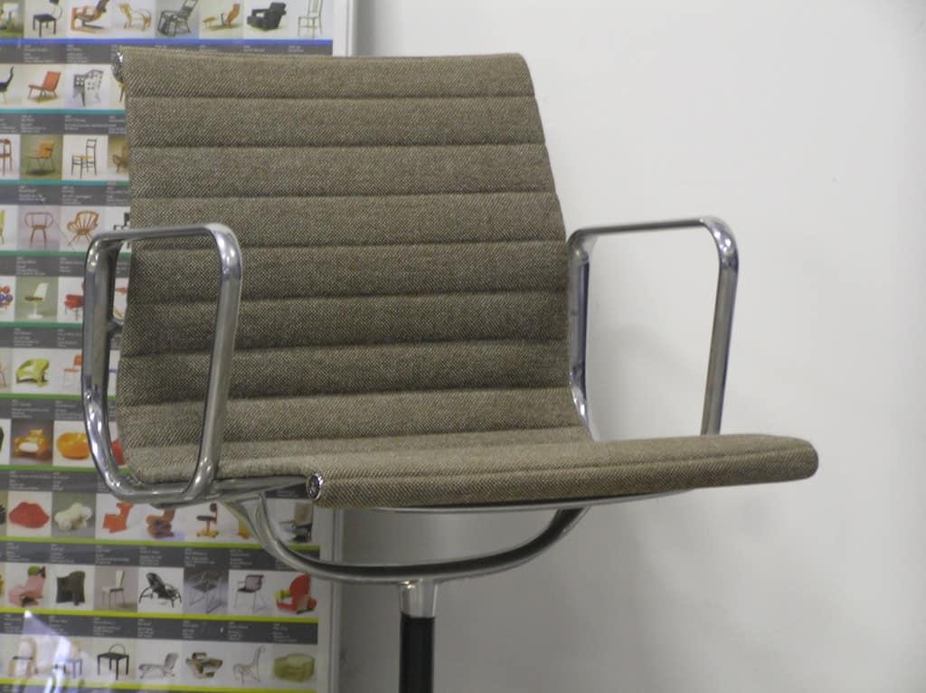 2 vitra eames ea 108 aluminium bruin ivoor dodesign - Originele eames fauteuil ...