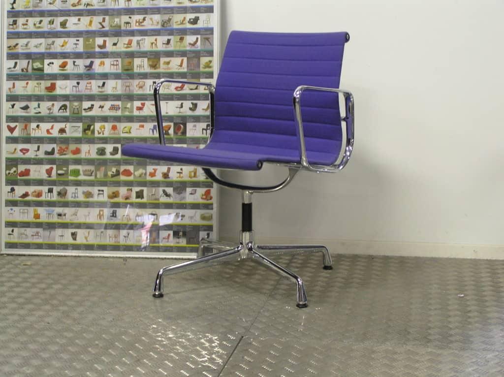 Vitra eames ea 107 chroom paars hopsak dodesign - Originele eames fauteuil ...