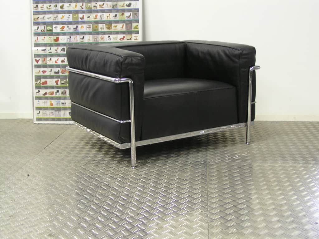 Drie originele cassina lc3 fauteuils zwart leder dodesign - Originele eames fauteuil ...