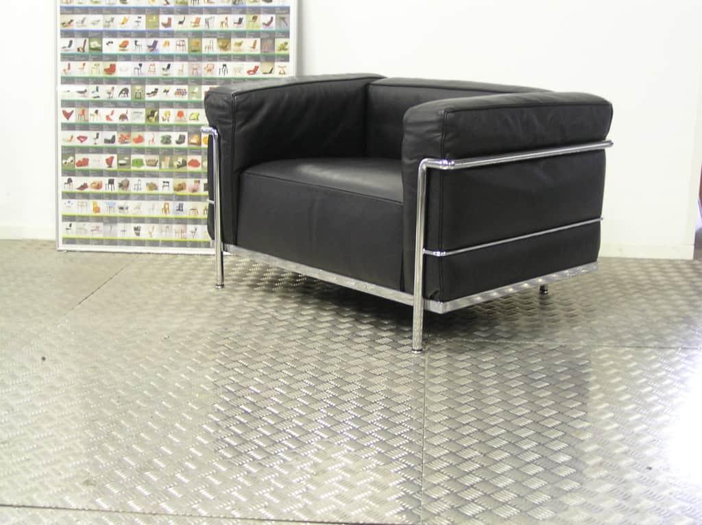 Vier originele cassina lc3 fauteuils zwart leder dodesign - Originele eames fauteuil ...