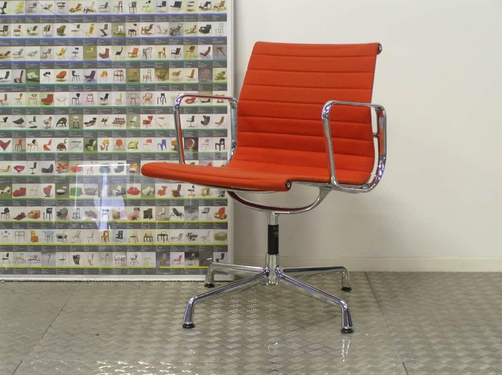 Vier vitra eames ea 108 chroom rood hopsak dodesign - Originele eames fauteuil ...