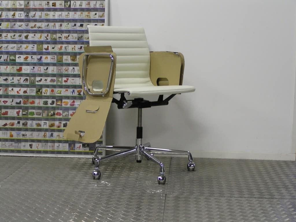 Twee nieuwe vitra eames ea 117 chroom wit leder dodesign - Originele eames fauteuil ...