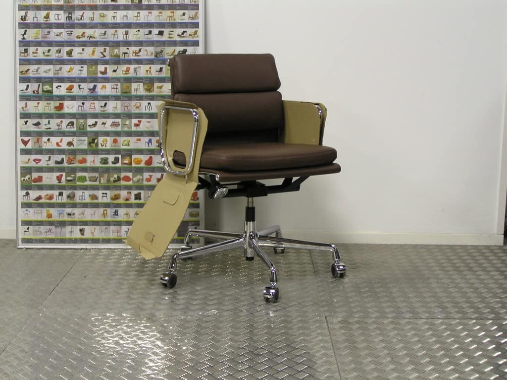 Vitra eames ea 217 chroom kastanje bruin leder 2017 dodesign - Originele eames fauteuil ...