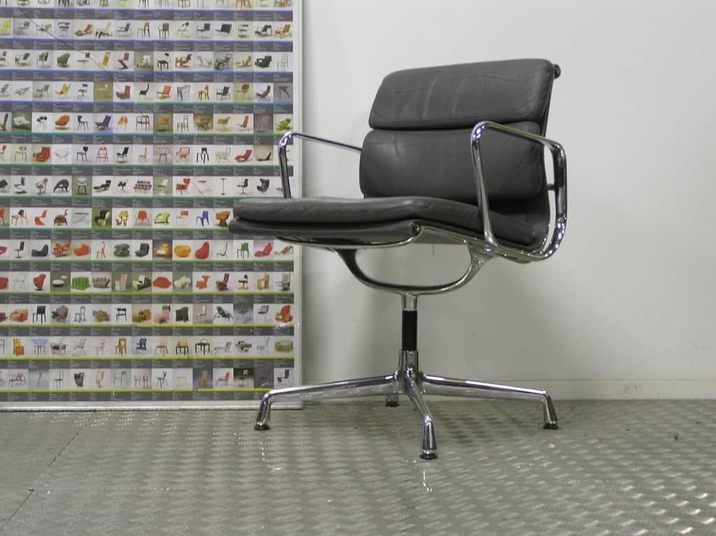 Vitra Eames Stoel : Twee vitra eames ea chroom grijs leder u dodesign
