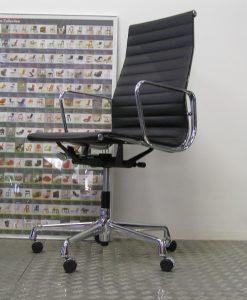 Eames Bureaustoel Tweedehands.Dodesign Is Het Adres Voor Betaalbare Meubels Van O A Gispen Eames